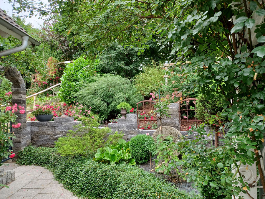 Stallfenster Gartenmauer