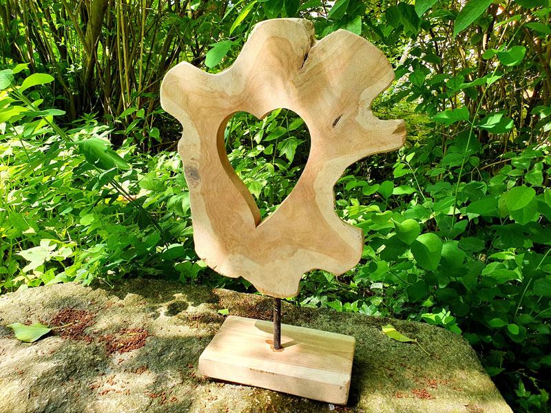 Handgefertigtes Deko Herz mit Standfuß recyceltes Teakholz
