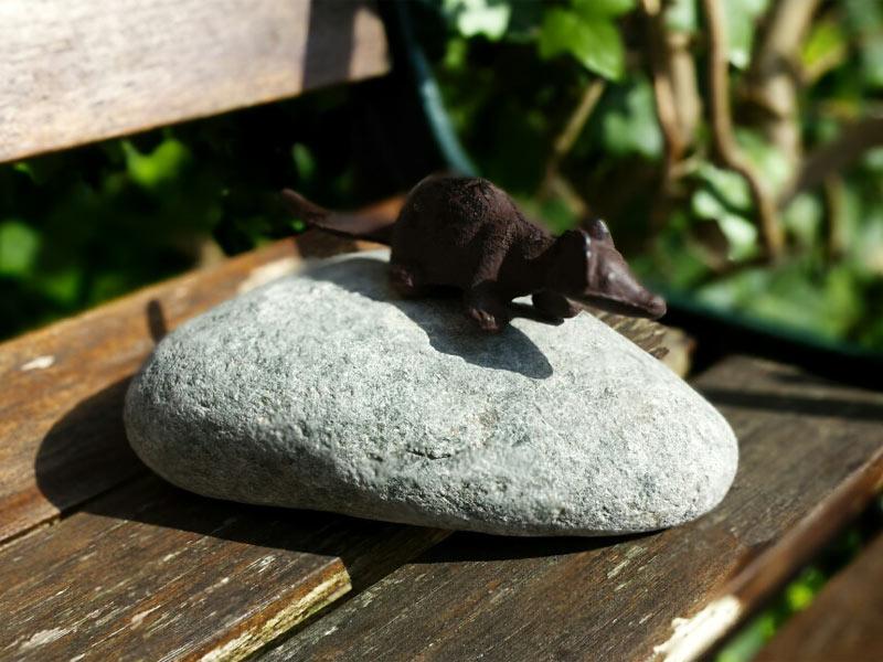 Tierfigur auf Stein - Maus/Ratte